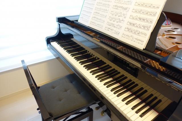グランドピアノの重さは分散されても床補強は必要?床下補強の費用や床暖房の使用についても紹介