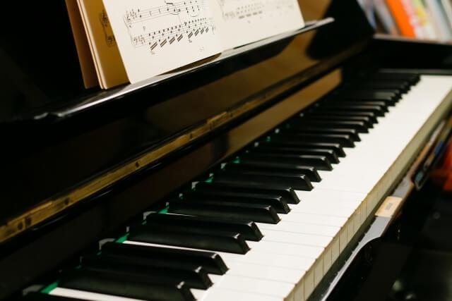 ピアノのマンションで防音騒音対策のおすすめは?や苦情が入らない時間のマナーとは?