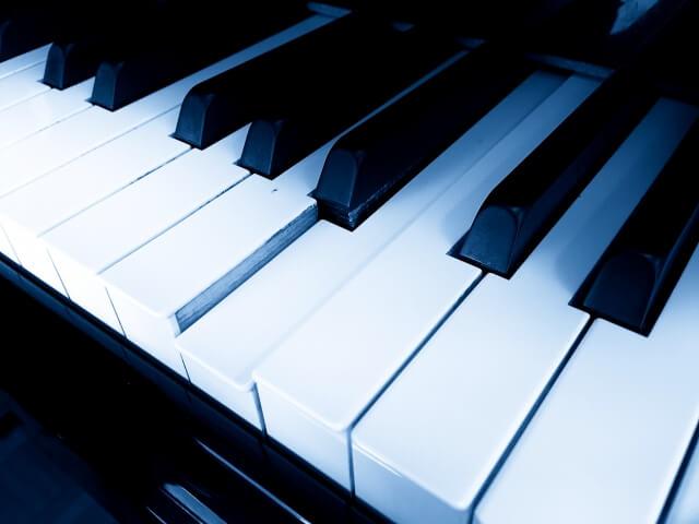 ピアノの鍵盤が戻らない?下がったままの修理費や原因を紹介!