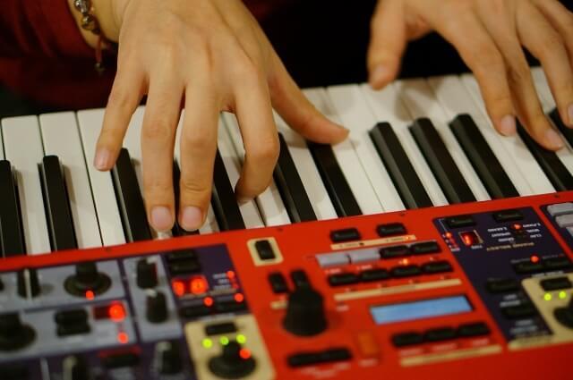 ピアノの種類を一覧で紹介!アップライトピアノやグランドピアノや電子ピアノの値段の相場は?