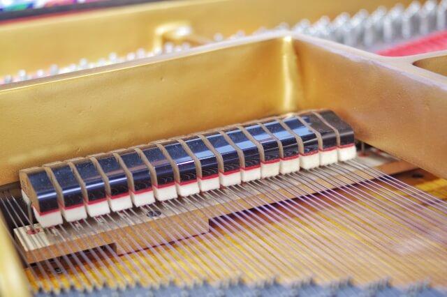ピアノの調律料金はヤマハとカワイはいくら?生協や個人の調律師の値段や評判口コミを紹介!